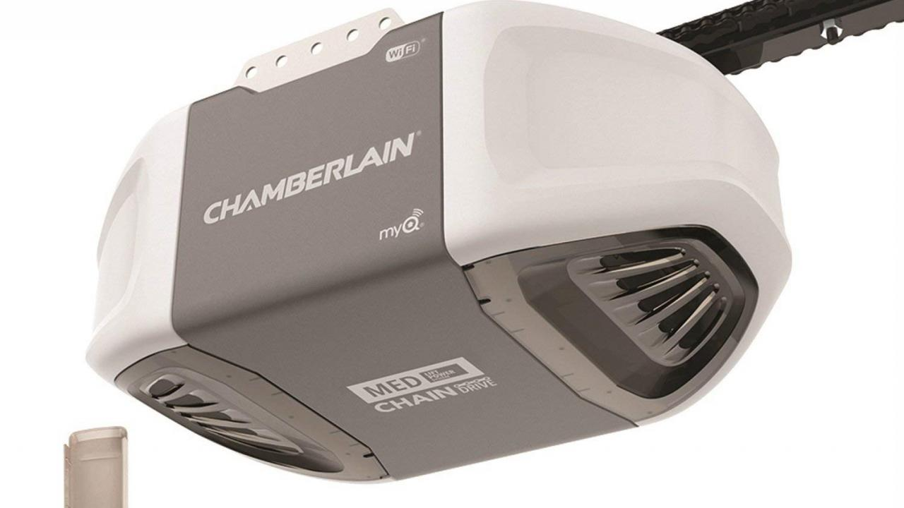 Chamberlain C450, a complete garage door opener system with built-in smarts. Image: Chamberlain.